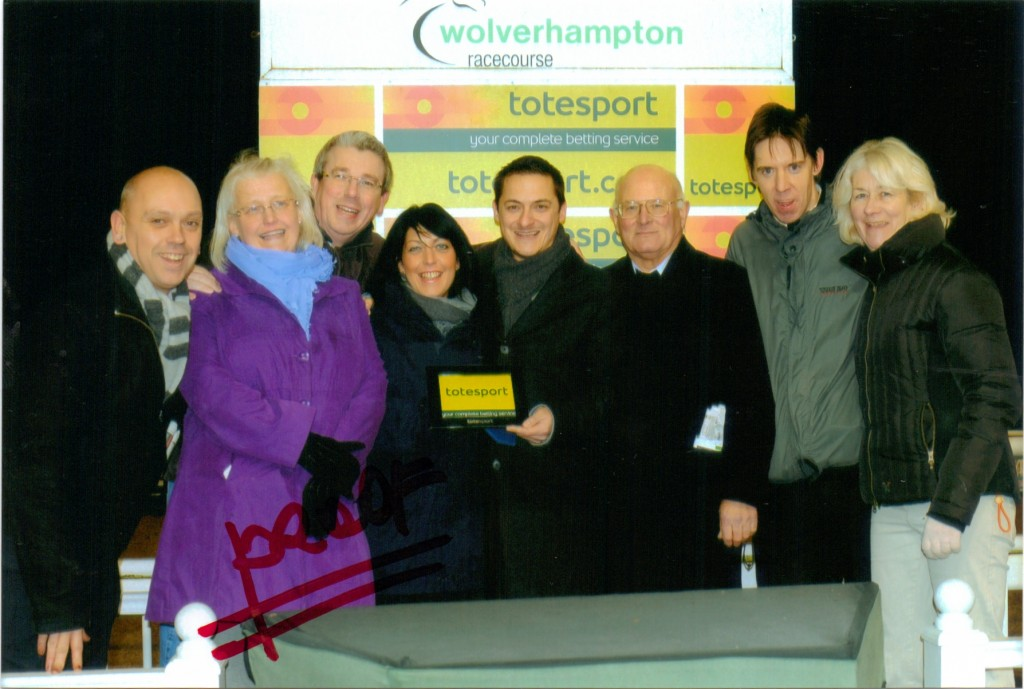 Delighted Geegeez Racing Club members collect another prize!