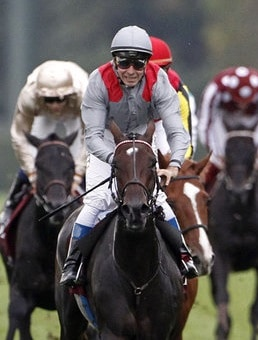 Treve wins the Qatar Prix de l'Arc de Triomphe