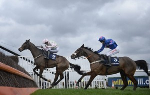 Cue Card chasing down Vautour