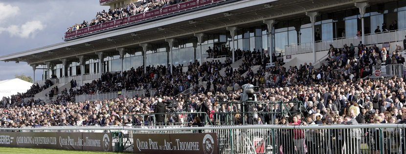 02.10.2016, Chantilly, Packed Grandstand bevore the Qatar Prix de l'Arc de Triomphe at Chantilly racecourse. Photo FRANK SORGE/Racingfotos.com